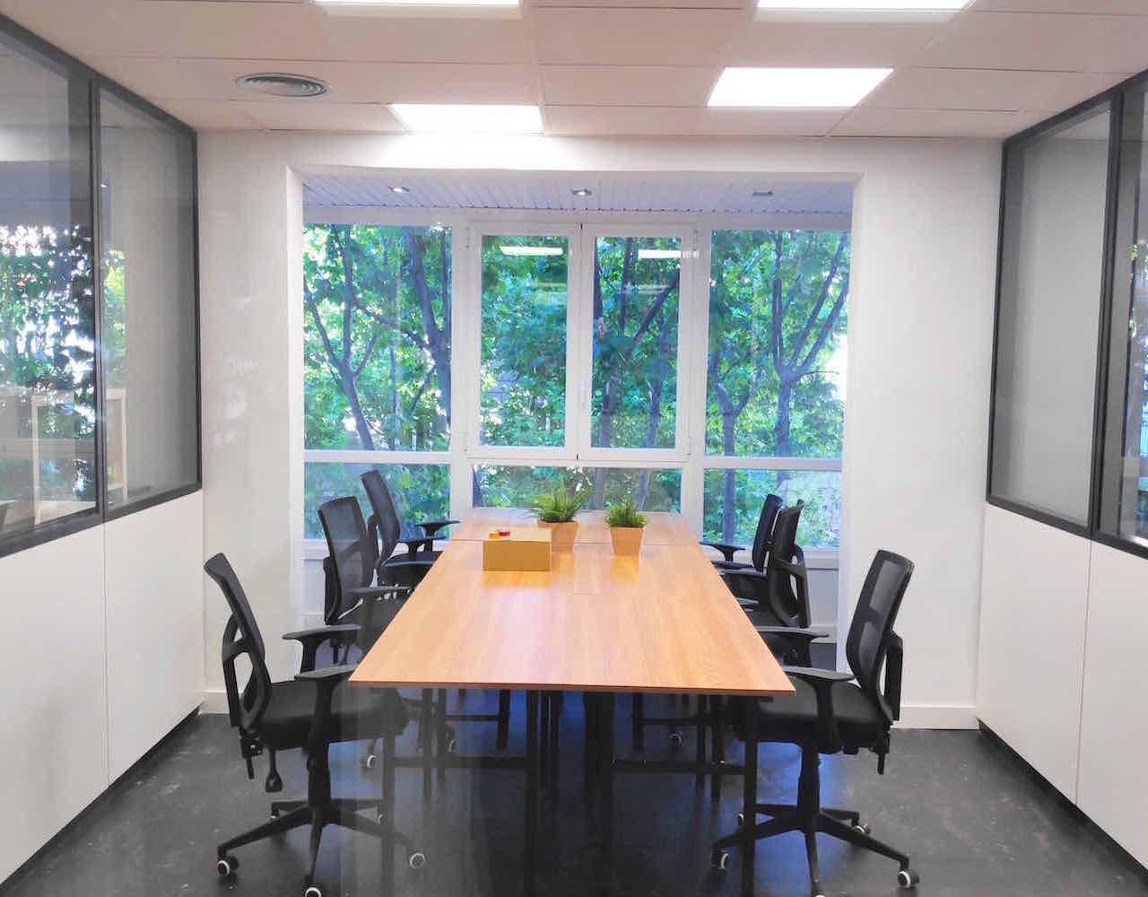 Oficina privada de seis personas en coworking